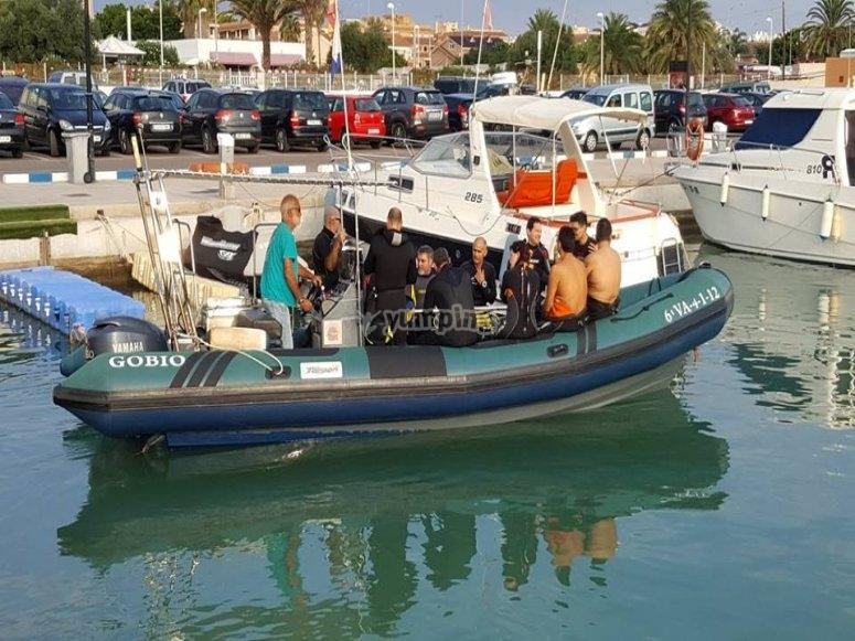 Lancha en puerto base de Canet de Berenguer