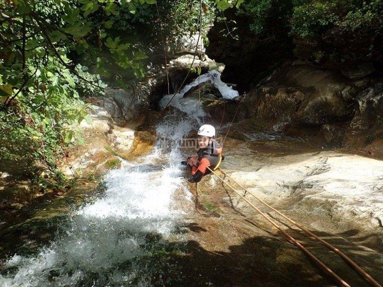 在塞拉利昂代拉斯涅韦斯下乡河绳
