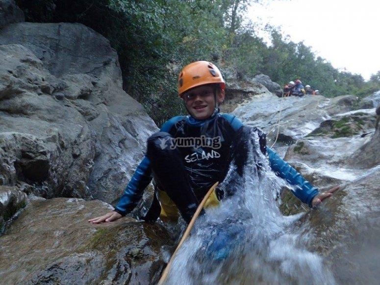 溪降在塞拉利昂日拉斯涅韦斯