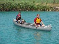 los dos en la canoa