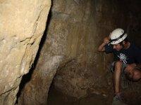 adentrandose en la cueva