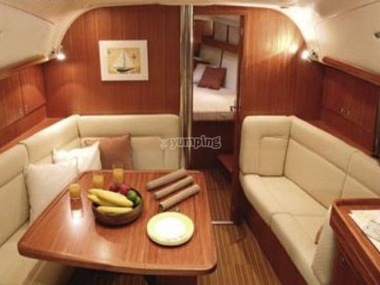 Interior lujoso del velero