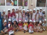 Niños disfrazados de cocineros