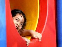 Niña en un parque infantil