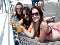 Amici in catamarano
