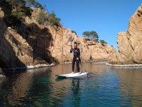 在萨加罗(S'Agaró)站冲浪板