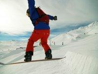 Salto con la tabla de snow