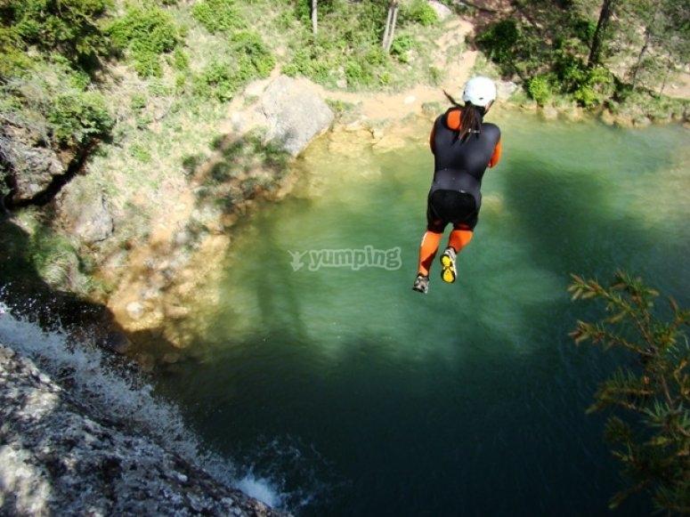 下降峡谷复杂的部分格外小心跳下