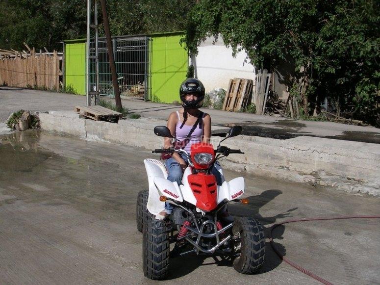 Montando en quad para hacer una excursion