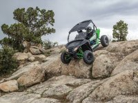Buggy going down through the rocks