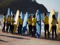 Preparación previa a una jornada de surf