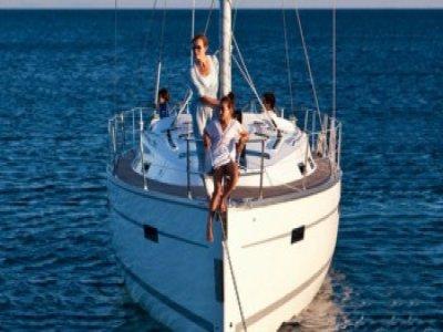 在伊比沙岛的帆船季节夏季的一天