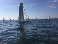 Navegando en catamaran en Barcelona