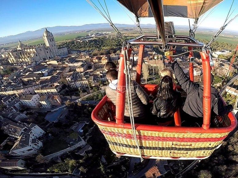 Globo volando sobre Toledo