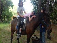 Durante la terapia a caballo
