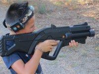 Probando el arma de laser combat