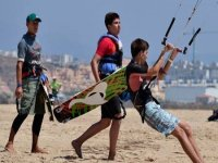 kitewave在塔里初学者和先进的风筝冲浪风筝冲浪教练