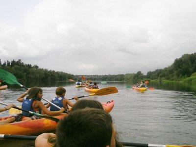 皮划艇路线通过Miravet和Benifallet儿童2小时
