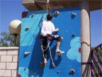 Practica la escalada en nuestro rocodromo