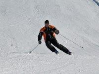 纯Cursillo内华达山脉的滑雪设备监控