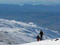 在内华达山脉泰勒马克滑雪旅游