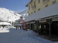 学校设施滑雪