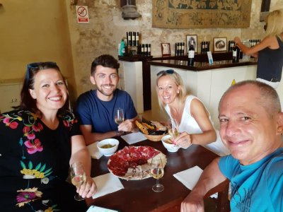 Guided tour to winery + wine & tapa tasting