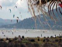 Surf在塔里各级风筝冲浪课程,在塔里