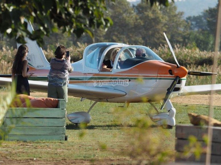 Pilota sobre la costa Brava