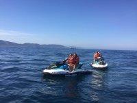 Por parejas en motos de agua