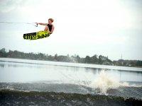salto con el wakeboard