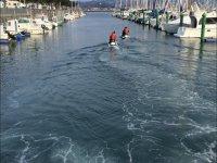 乘坐水上摩托从港口出发