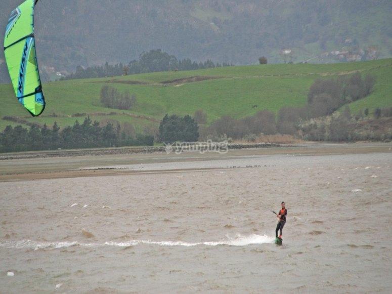 Preparate para hacer kitesurf