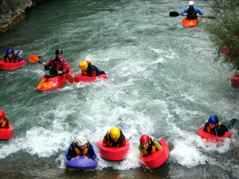 Navigando sull'onda in hydrospeed