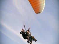 Volando en un parapente biplaza