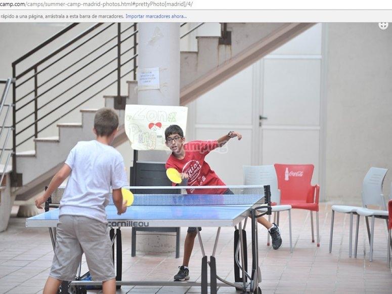 Jugando ping pong