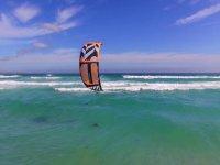 Goditi la vista del kitesurf