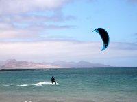 Aprender a practicar kite en Famara