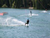 Disfrutando de un fin de semana de wakeboard