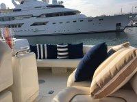 El lounge exterior del barco
