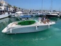 Yate en el puerto de Marbella