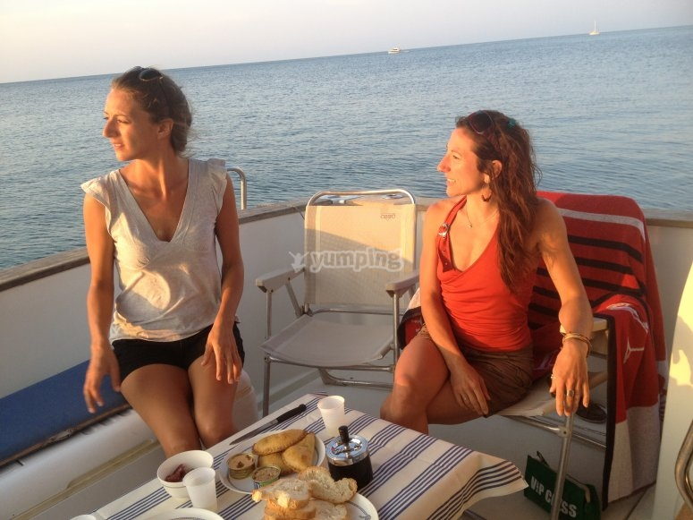 Godendo sulla barca