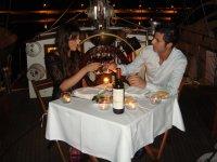 Paseo en velero romántico