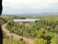 典型的西班牙海鲜饭瓦伦西亚大坝和水库