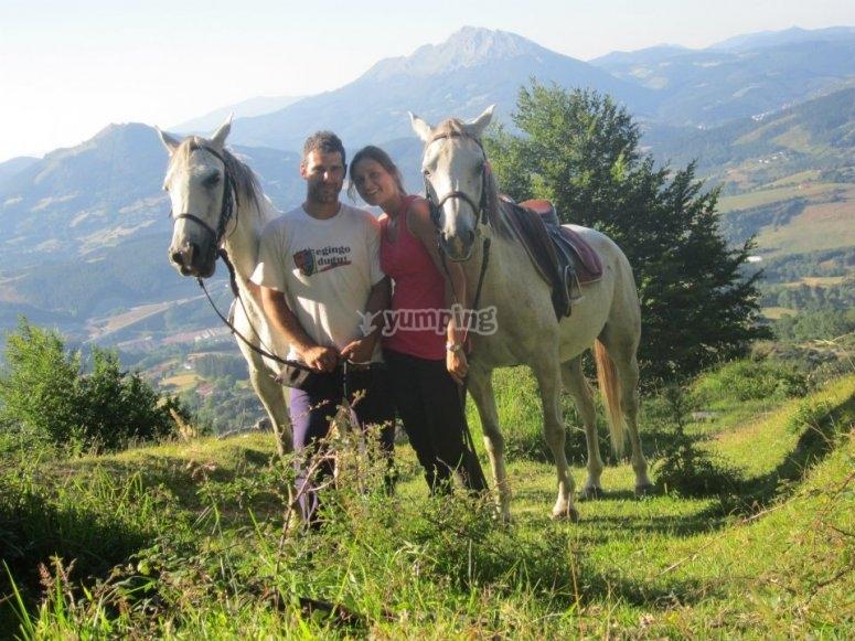 Pareja con caballos