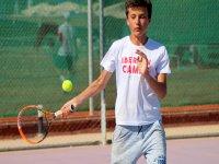 Clases de tenis durante el campamento de verano