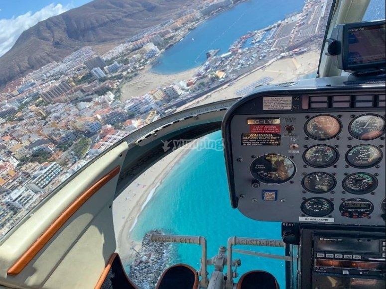 Disfrutando de la costa desde el helicoptero