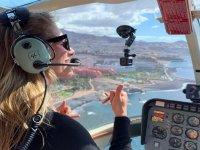 Vuelo sobre la costa en helicoptero