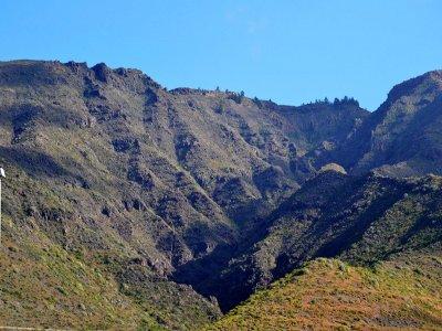 直升机飞往泰德火山120km