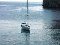 在海上的帆船。